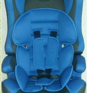 Детское автокресло цвет синий от 09 до 36 кг.