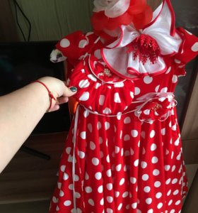 Шикарное платье с сумочкой и бантами
