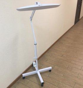 Косметологическая лампа на стойке