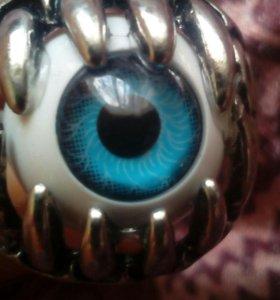 Кольцо с глазным яблоком