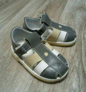 Продам сандалики на мальчика