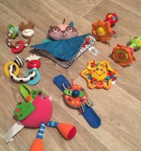 Игрушки и прорезыватели для малышей