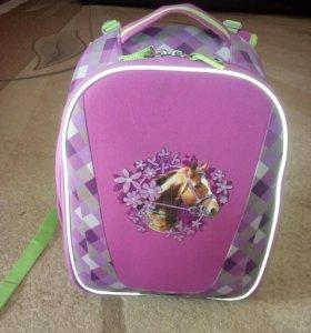 Школьный ранец для маленькой школьницы