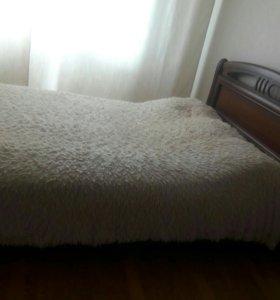 Кровать деревянная.