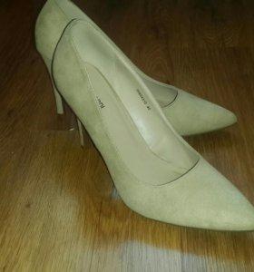 Туфли бежевые на каблуке 40р