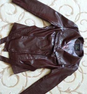 Кожаная куртка на молнии с поясом. Возможен торг