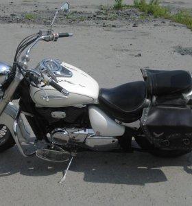 Suzuki Intruder 400