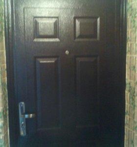 Железная дверь с замками