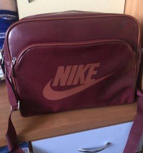Продам сумку Nike