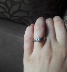 Кольцо серебро 925 пробы камни фианиты