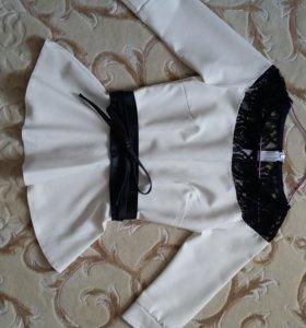 Блузка с баской и кружевной вставкой+пояс