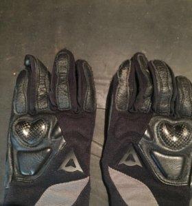 Мото перчатки Dainese