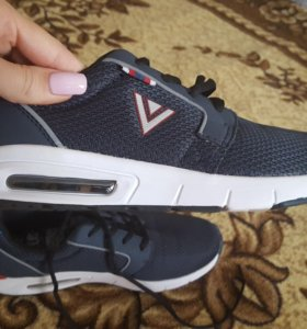 Продаю мужские кроссовки