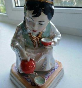Статуэтка узбечка с чайником 1958 год