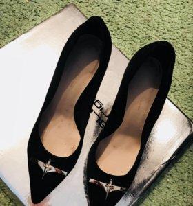 Туфли замшевые Sasha Fabiani