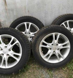 Продам колёса Nokian Hakka blue2 215/55 r16