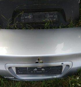 Крышка багажника на митцубиси ланцер 2006г