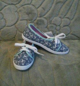 Туфли (полукеды) для девочки. Новые