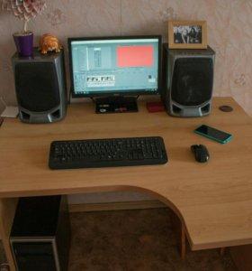 Классный компьютерный стол