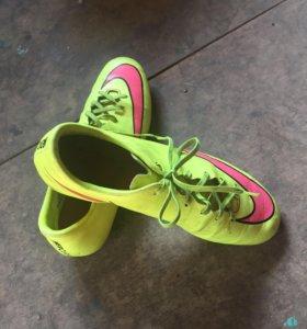 Игровые бутсы Nike