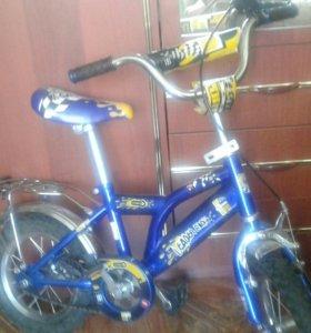 Велосипед детский ,5-7лет за 2800р трех колёсный