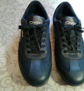 Кроссовки Demix 45 размер на неполную стопу.