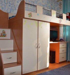 Кровать-чердак+стол+шкаф