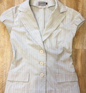 Женский пиджак с коротким рукавом
