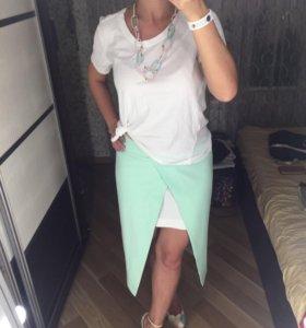 Юбка, футболка и украшение на шею Италия