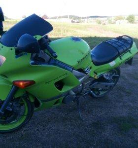Продам Kawasaki ZZR400-2