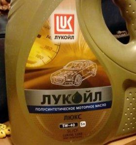 Продам машинное масло Лукойл полусинтетика
