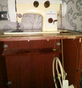 Ножная швейная машина Чайка 142 М