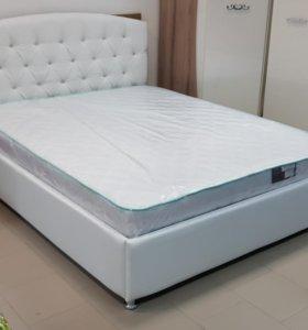 Кровать с матрасом в каретной стяжке