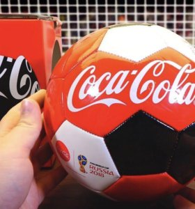 Мячи, футболки, бокалы кока кола 2018