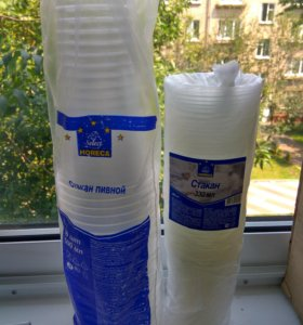 Пластиковые стаканы и ложки