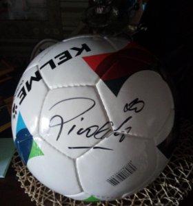 Футбольный мяч с автографом Rivaldo.