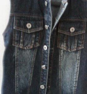 жилет джинсовый на мальчика разм 134