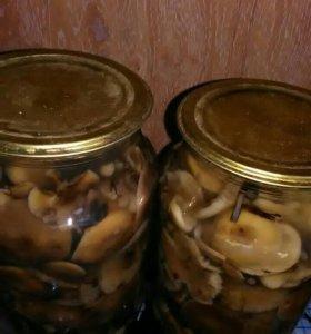 Маринованные грибы дешево,очень вкусные.