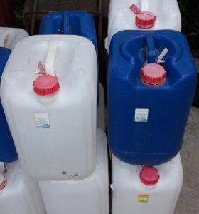 Канистры пластиковые 20 литровые