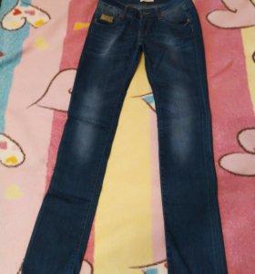 Новые джинсовые брюки 26р