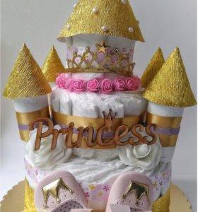 Торт-замок из подгузников/памперсов для девочки
