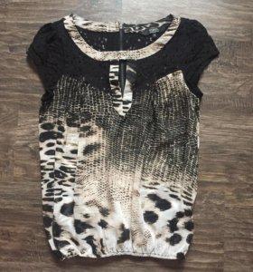 Блузка с кружевными плечами