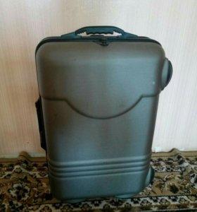 чемодан на колесах