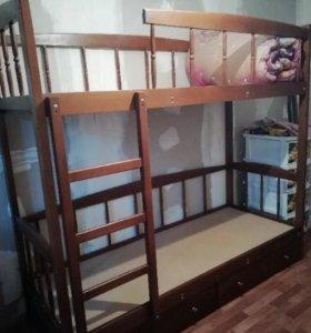 Кровать 2х ярусная с матрасами