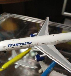 Модель самолета 1:400 Boeing 767-300 Transaero