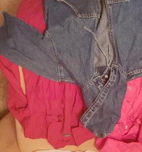 Два плащя и джинсовая курточка