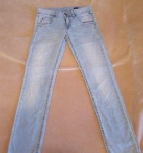 Лёгкие джинсы Benetton