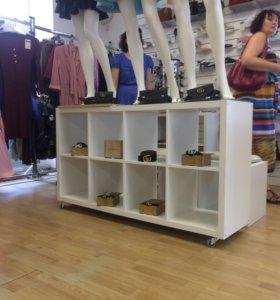 Продаётся магазин женской одежды,обуви и аксессуар