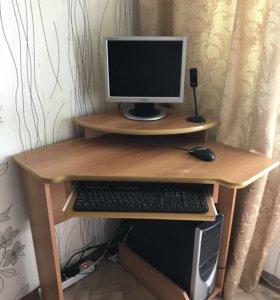 Компьютер, компьютерный стол и кресло