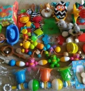Игрушки для малышей пакетом